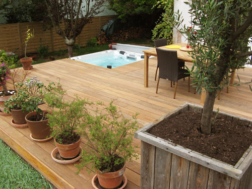 jacuzzi en bois exterieur pour terrasse les. Black Bedroom Furniture Sets. Home Design Ideas