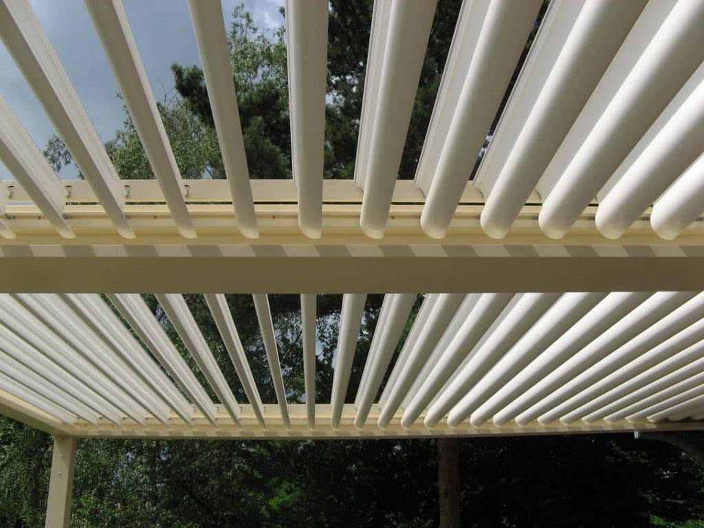 Claustra Bois Lames Orientables fabricant de pergola en alsace, pergola bioclimatique