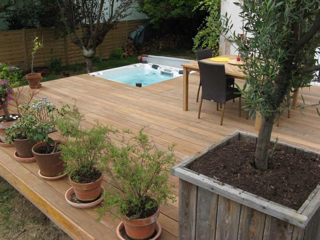 jacuzzi bois exterieur pour terrasse latest spa bois encastr sur une terrasse paris with. Black Bedroom Furniture Sets. Home Design Ideas